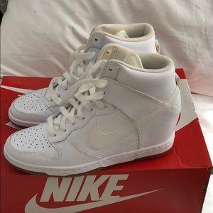 Nike Dunk Sky Hi Essential